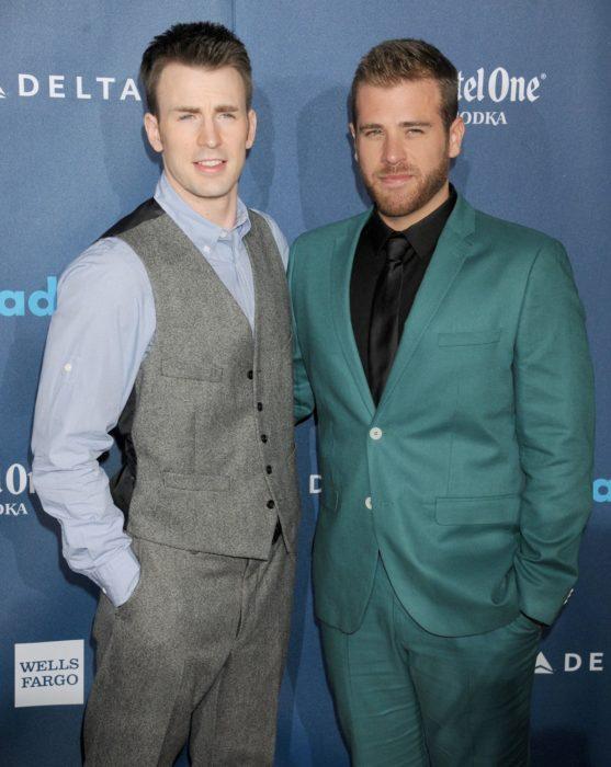 famosos con hermanos guapos