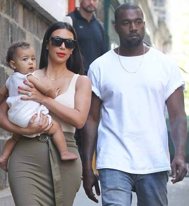 kim kardashian y kanye west con su hija
