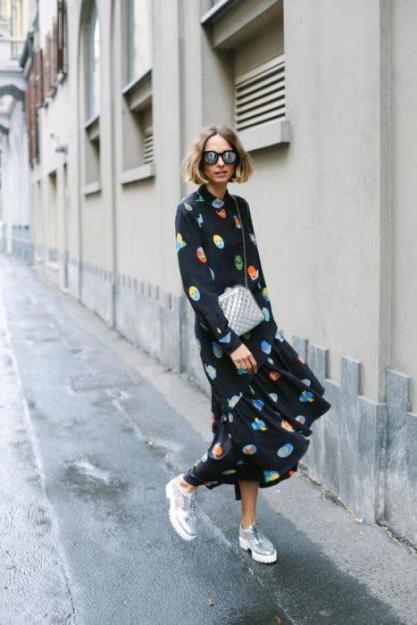 maxi vestido con mocasines con plataforma