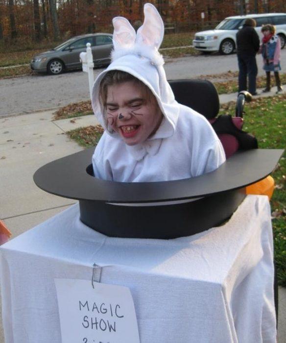 disfraz de conejo saliendo del sombrero