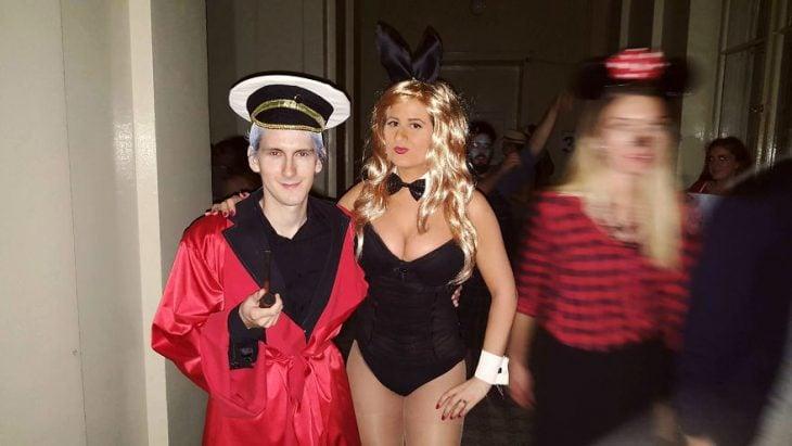 hugh y su coneja pareja cosplay
