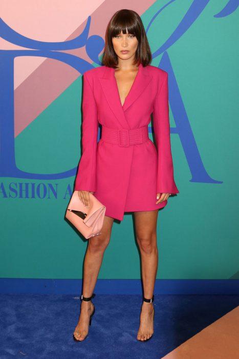 Bella Hadid saco rosa