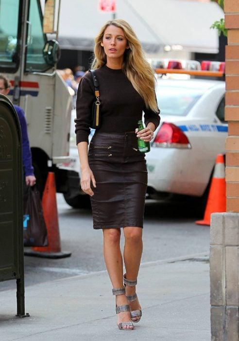 outfit de falda lapiz