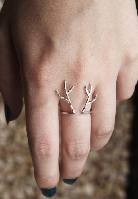 anillo de asta de ciervo