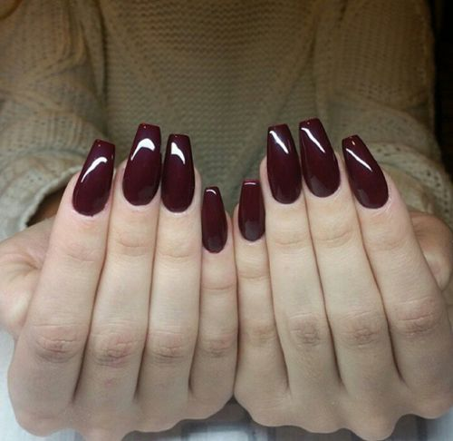 borgoña oscuro uñas