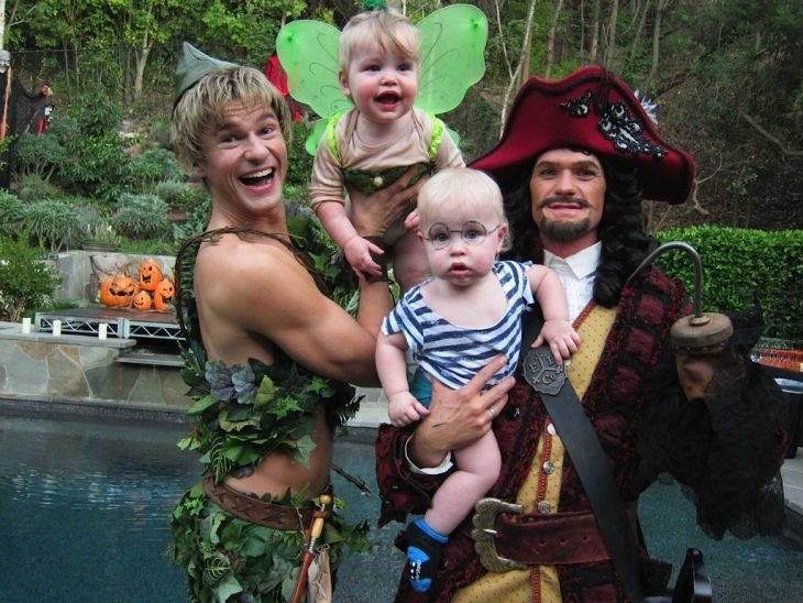 2011-Peter-Pan-Captain-Hook-Tinkerbell-Mr-Smee Neil Patrick Harris y familia