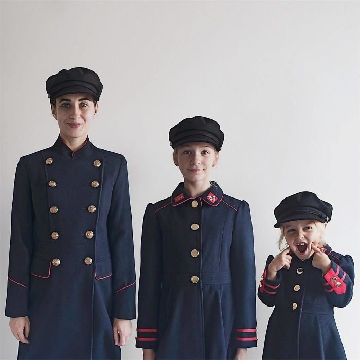 All that is three chaquetas militares