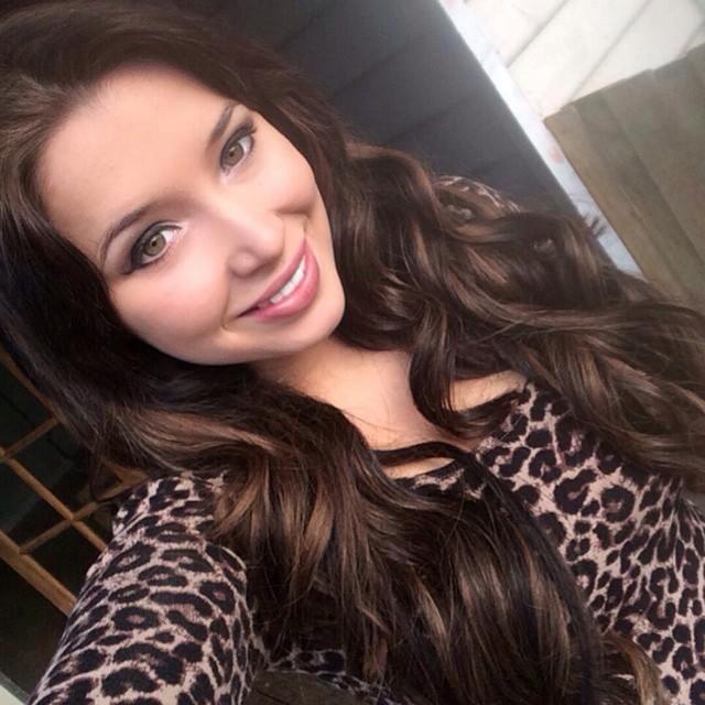 chica tomando selfie
