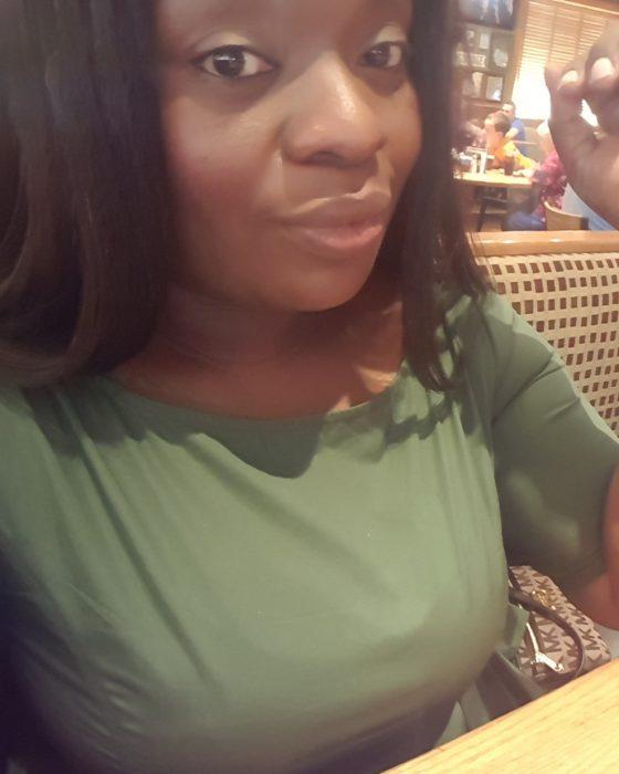 Chica que fue discriminada en un banco por ser de color