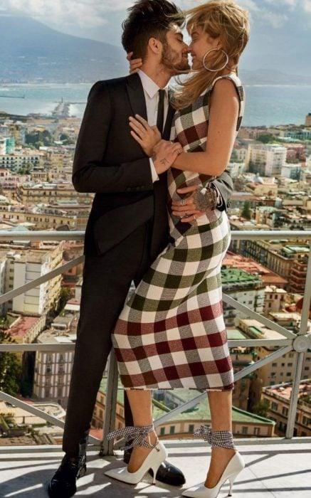Gigi Hadid y Zayn Malik en una sesión de fotos para vogue italia