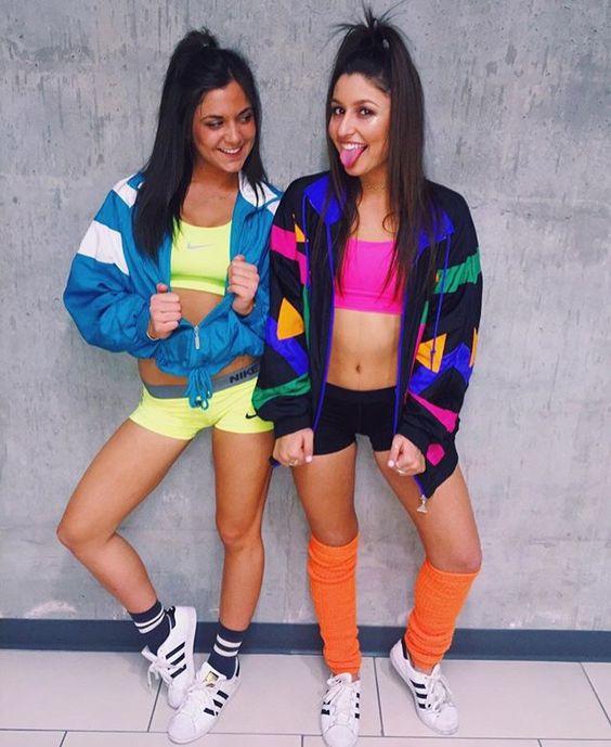 chicas vestidas de los 90
