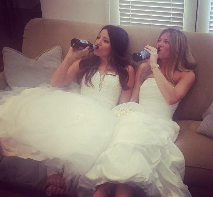 chicas vestidas de novia
