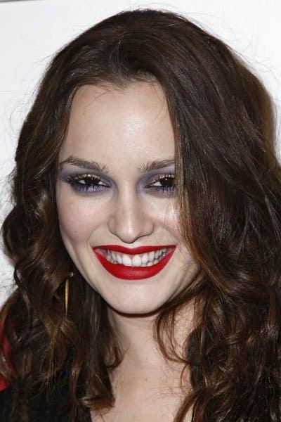 chica con exceso de maquillaje
