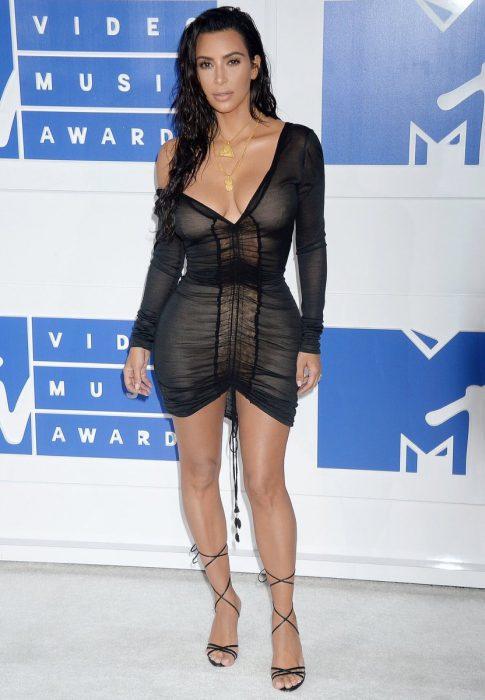 Kim Kardashian durante los MTV video music awards