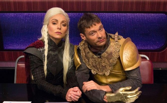 Kelly Ripa y Ryan Seacrest como Daenerys Targaryen y Ryan Seacrest