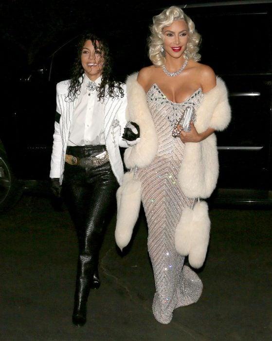 Kourtney y Kim Kardashian como Michael Jackson y Madonna
