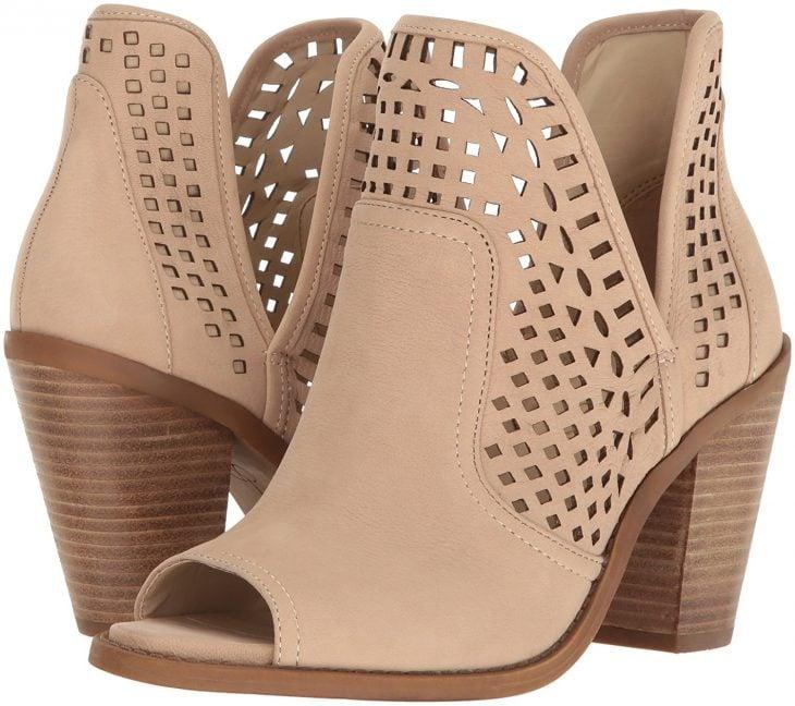 Zapatos creados por Jessica Simpson para su línea fancy
