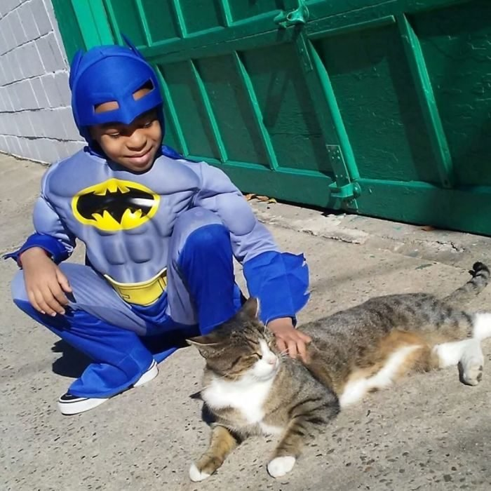 niño vestido de batman