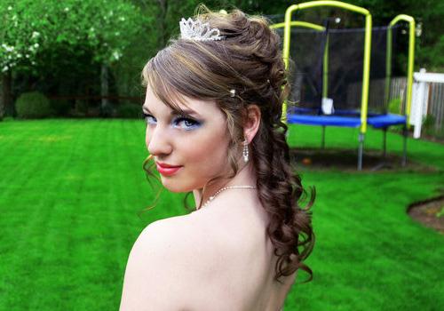 peinado de princesa con tiara