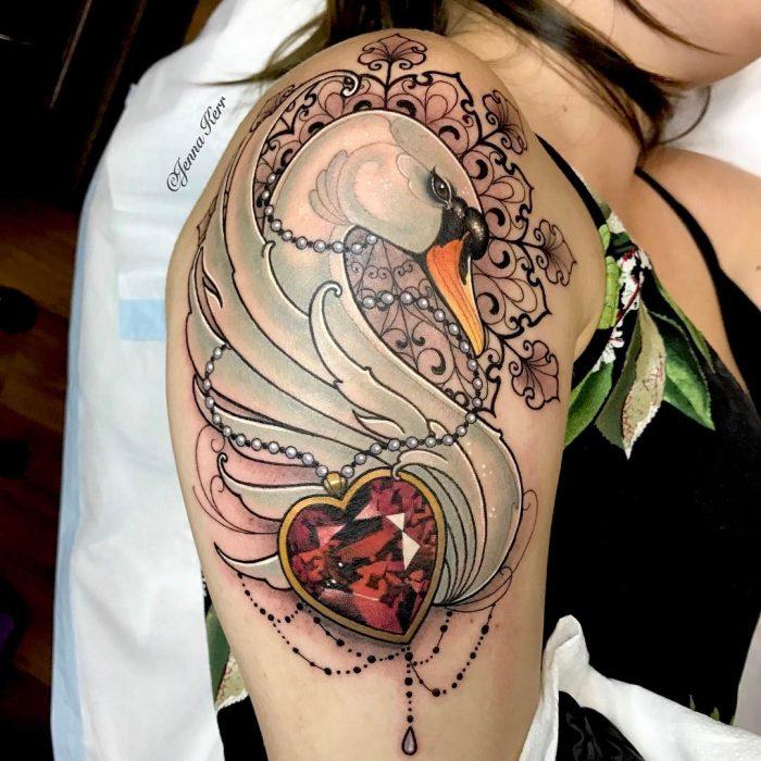 tatuaje de un cisne