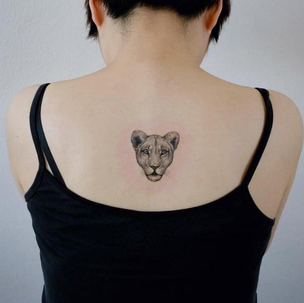 tatuaje de pantera en la espalda