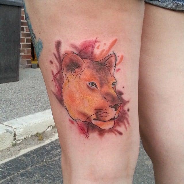 tatuaje de león de colores