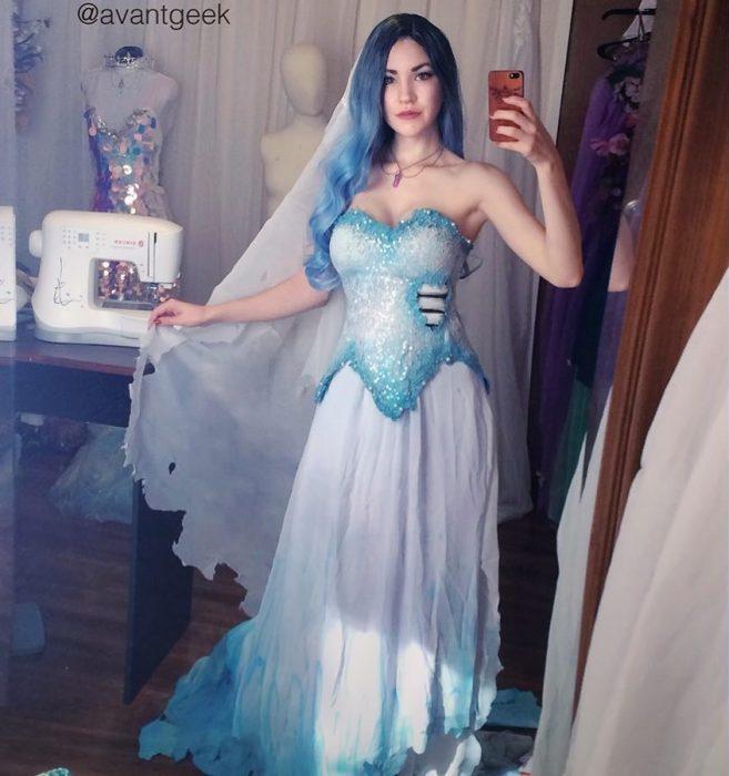 Diseñadora que hace vestidos de cosplay fantásticos