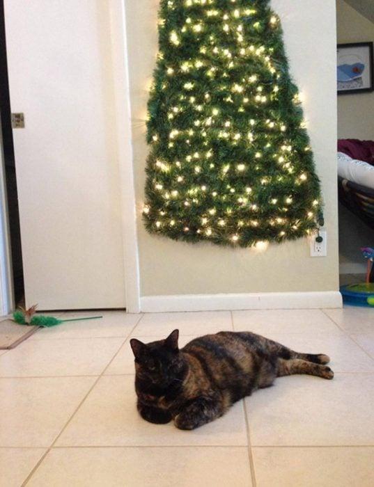 arbol de navidad pegado en la pared