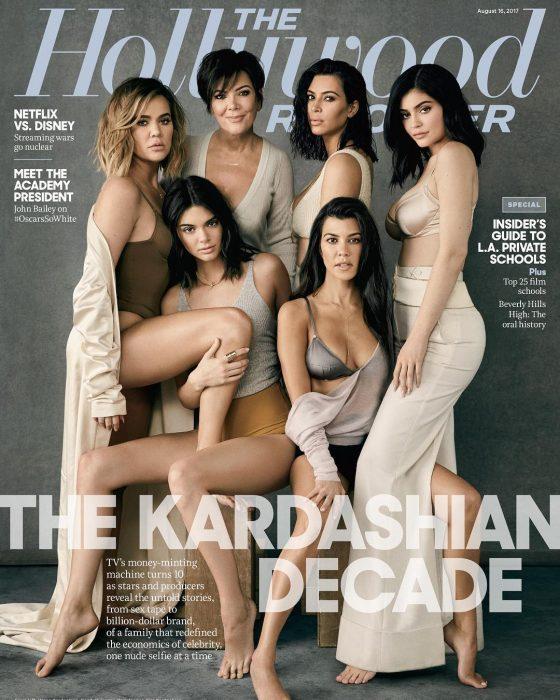 Bibliotecarios parodian la imagen de las kardashians en una revista de espectáculos