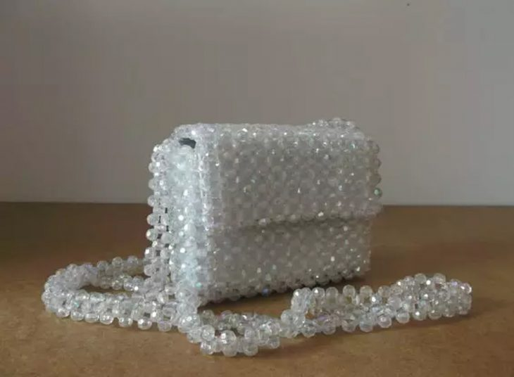 bolso de cuentas de plastico transparentes