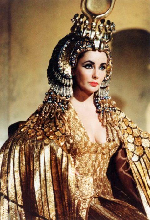 cleopatra labios rojos