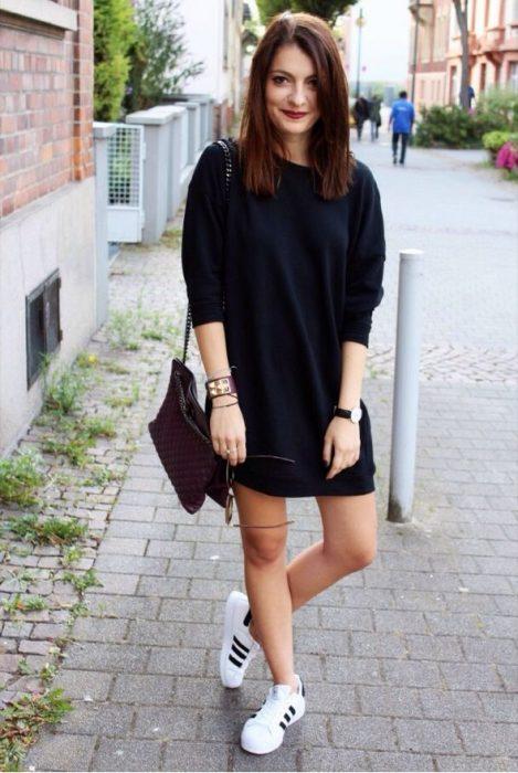 chica con vestido largo negro