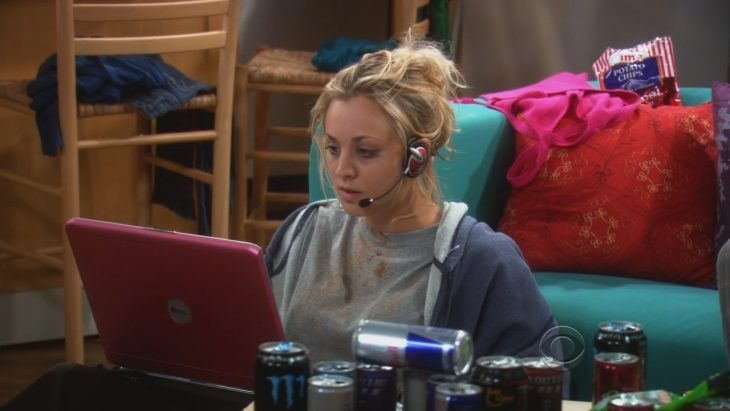 the big bang theory penny stalkeando