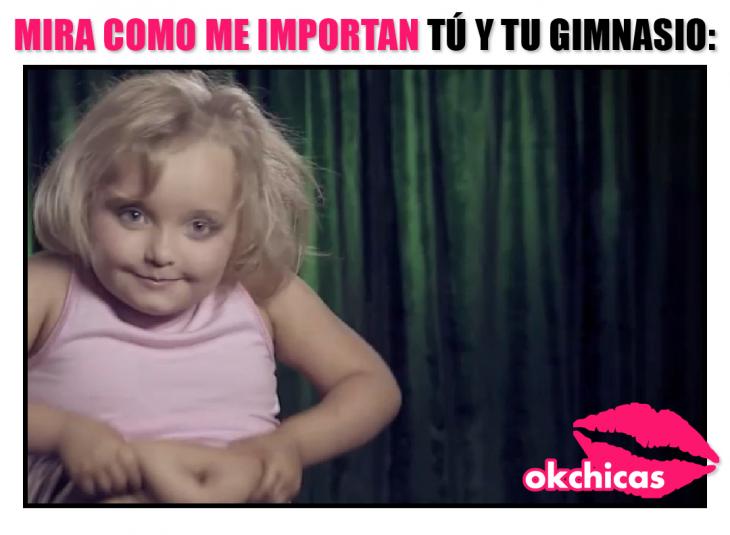 meme de okchicas niña apretando su panza