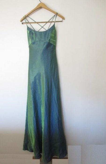 vestido verde iridiscente