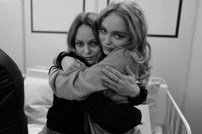 chicas abrazadas