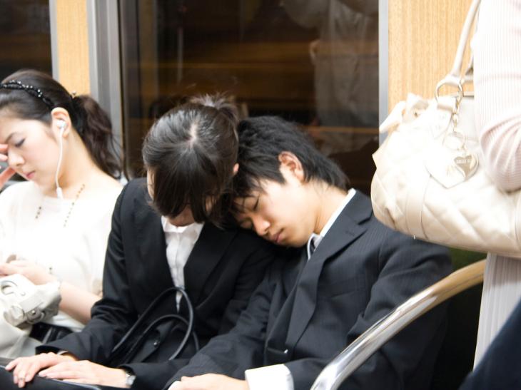muere por exceso de trabajo