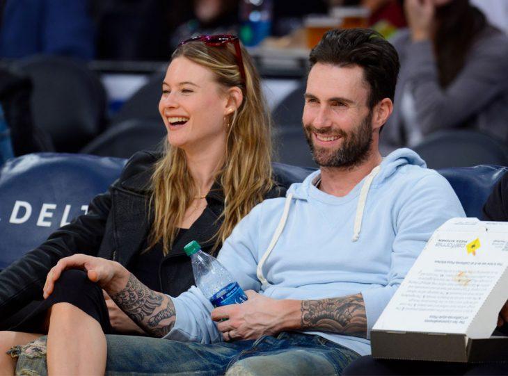 adam levine y su esposa