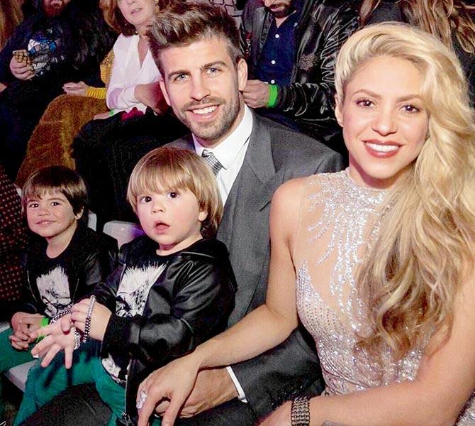 Shakira y piqué junto a sus hijos