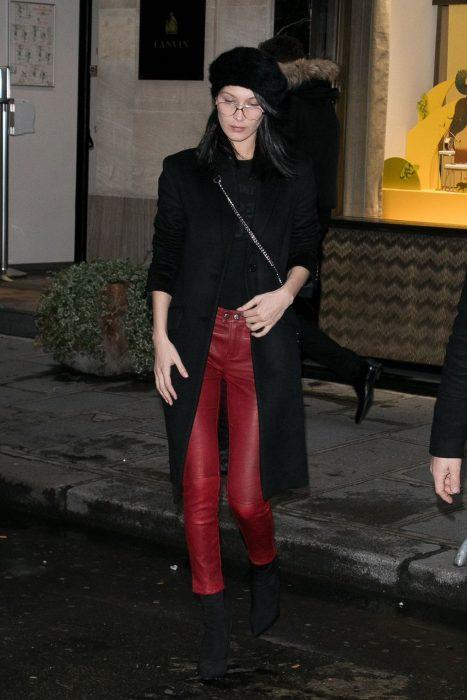 pantalones de cuero rojo