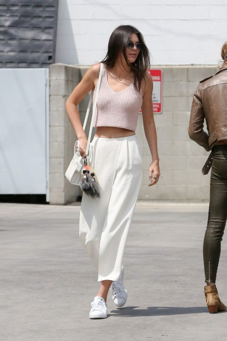 kendall jenner culottes y crop top