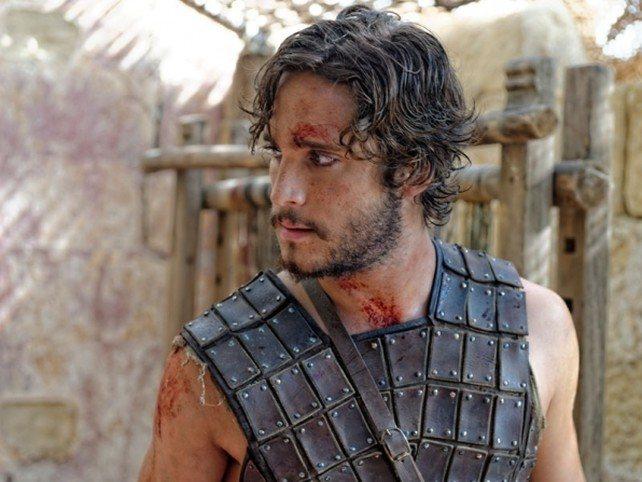 hombre con armadura y sangre