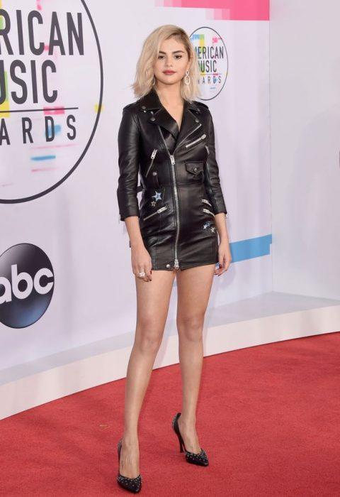 2017-American-Music-Awards-Selena Gomez atuendo