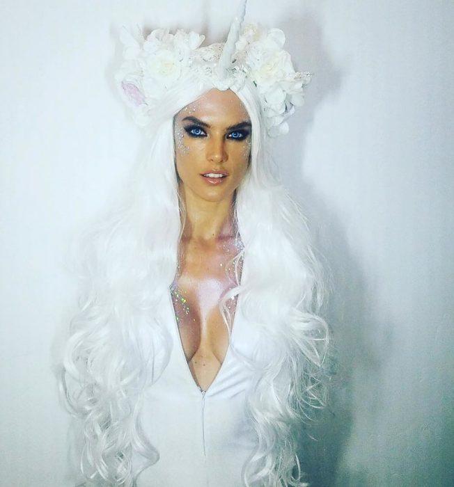 Alessandra Ambrosio de unicornio