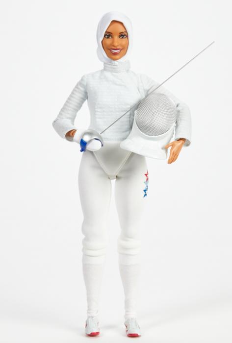Barbie vestida de esgrimista