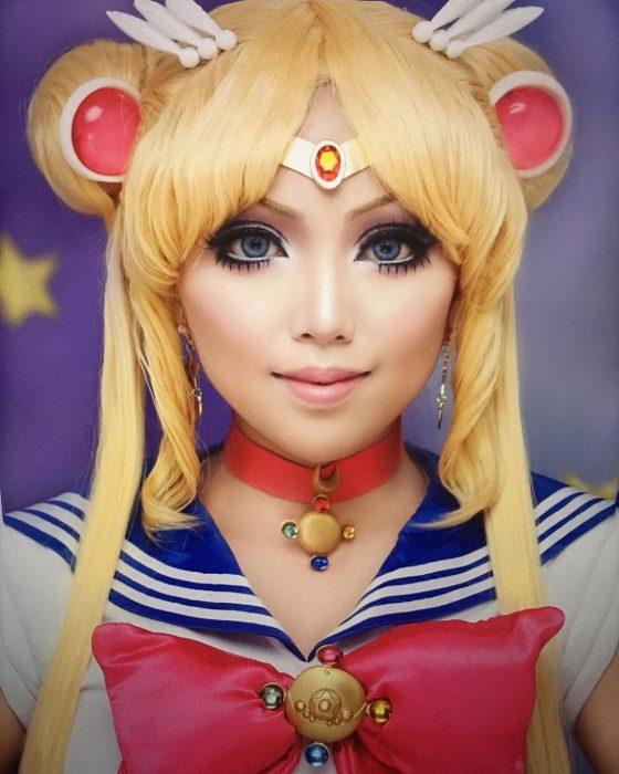 Chica disfrazada de Sailor Moon