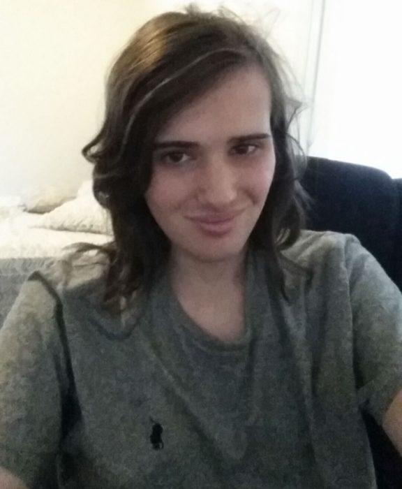 Chico que documentó su proceso hormonal para convertirse en mujer
