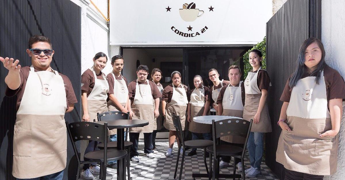 Chicos con síndrome de Down han abierto una cafetería
