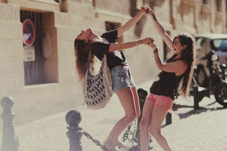 chicas jugando