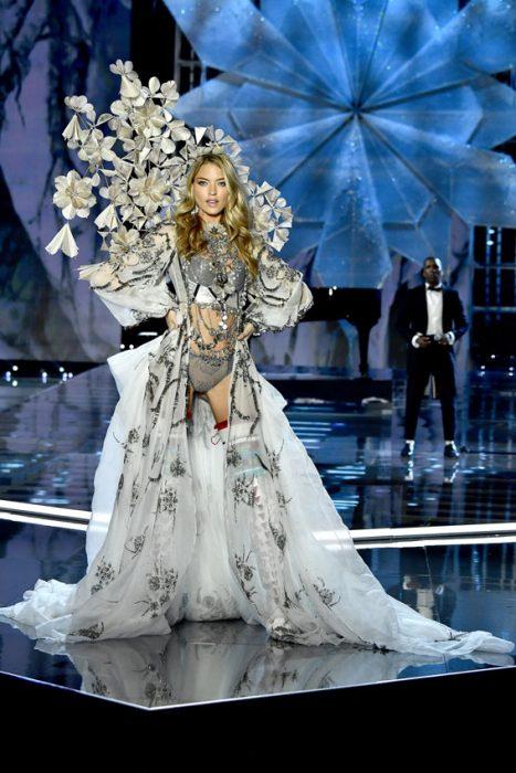 Mejores atuendos del desfile de Victoria Secret 2017